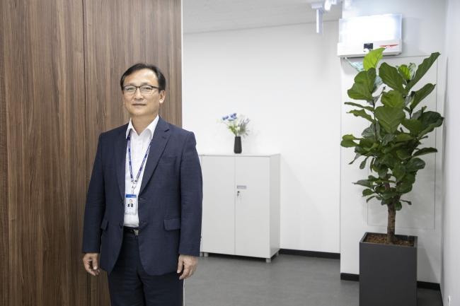 © Bloomberg. Lee Hyo-Keun at the compnay's headquarters in Suwon.
