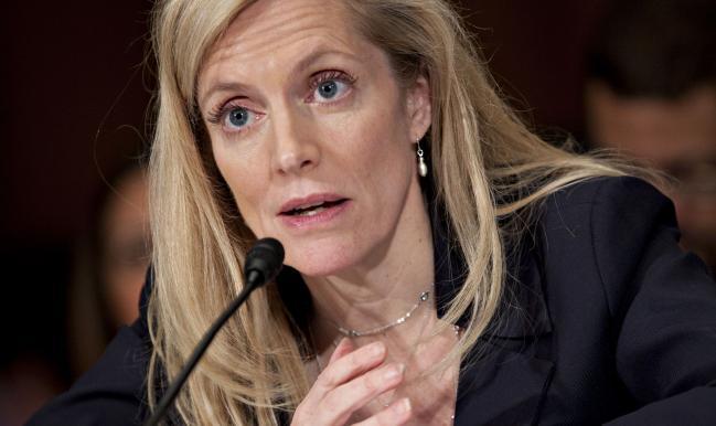 Warren Praises Brainard, Slams Powell Ahead of Biden Fed Pick