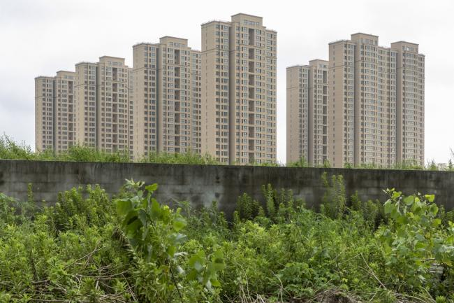 """© Bloomberg. An under construction residential housing development in Shanghai, China, on Thursday, July 29, 2021. Chinese policy-making bodies collectively issued a three-year timeline for bringing """"order"""" to the property sector, long under scrutiny due to an excessive buildup of leverage among home-buyers and developers. Photographer: Qilai Shen/Bloomberg"""